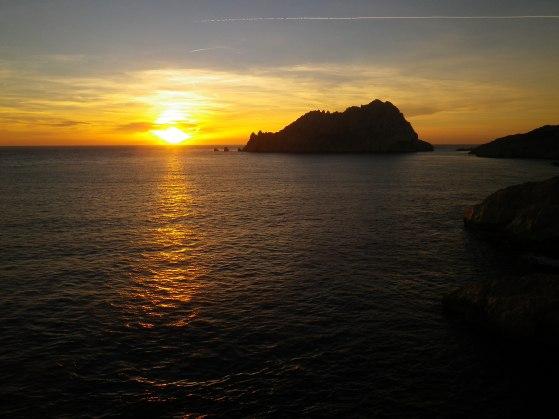 La grande voie est souvent bien plus que de l'escalade - Coucher de soleil à Calelongue, au sommet du rocher des Goudes. Calanques de Marseille