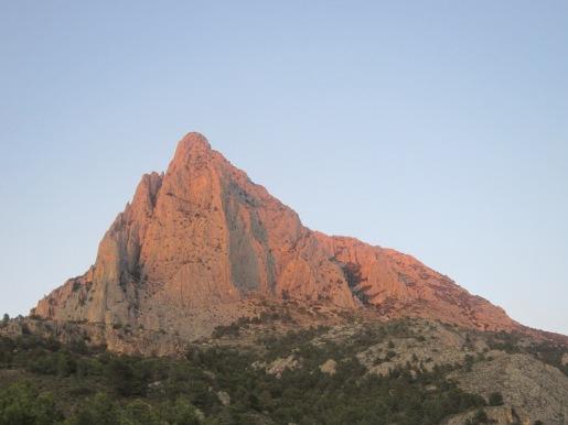 """Le Puig Campana - La ligne """"Nueva Edicion"""" suit le pilier raide directement à l'aplomb du sommet"""