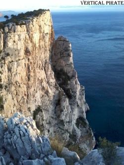 La tour Save (ou tour Mage) et la ligne de la Coryphène, de profil