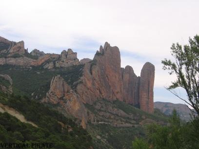 Los Mallos de Riglos, tel qu'on les découvre depuis la route