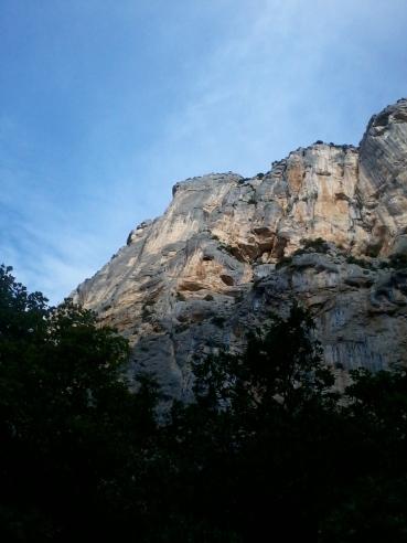 La paroi de l'Escalès, vue du pied de la voie