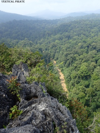 Du sommet, la rivière d'accès
