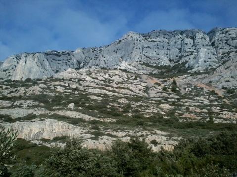 Durant l'approche, vue sur le Roque Vaoutarde