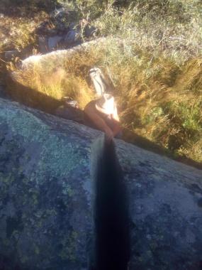 Driss découvre les non joies de l'escalade en fissure trop large