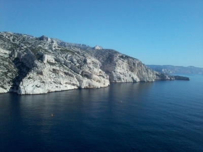 vue sur les secteur Arche Perdue, Cancéou, cap Morgiou et au loin les falaises du cap Canaille