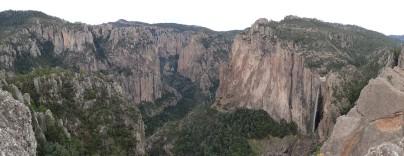 Le Candemana Canyon - Sauvage, isolé, et encore peu exploré... Sur la droite, la cascade de Basaseachi